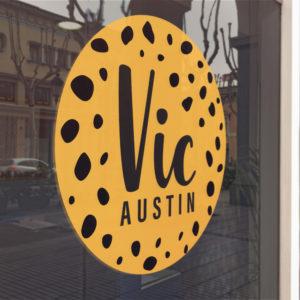 raamsticker geboortesticker rond oker geel zwart cheetah print